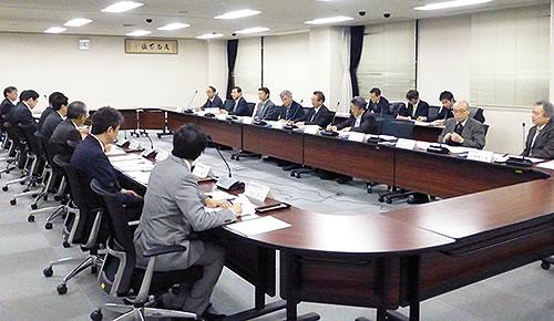 東海財務局より長谷川局長等幹部職員9名が参加、同友会と意見交換を行う