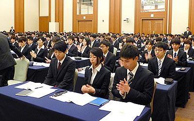 加藤氏の報告から、社会人としての決意を新たにする