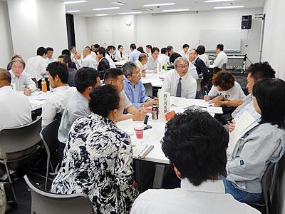 支部ごとに各支部長とグループ討論