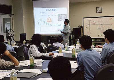 社内での熱処理技術講習会の様子