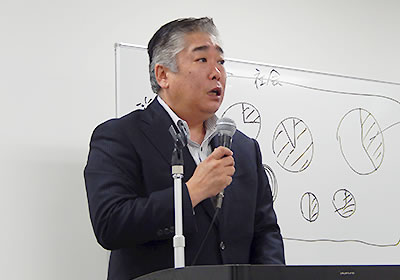 「働くこと」について報告する北川氏