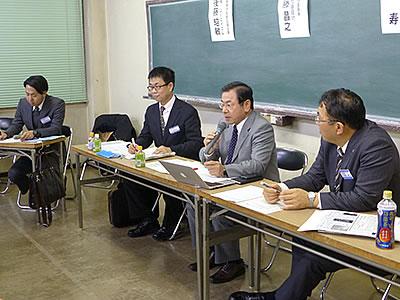 「社会との関係作りがPRの本質」と加藤氏(左から3人目)