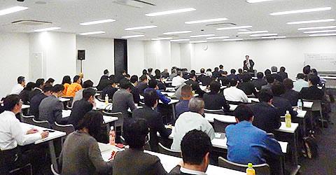 74名が新規に受講(第17期役員研修大学の入学式)