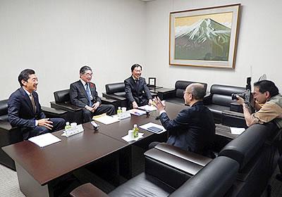 森岡愛知県副知事を招き座談会を行う